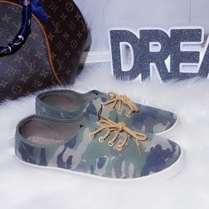 Shoes - New Green Army Print Sneakers Camouflage Size 7